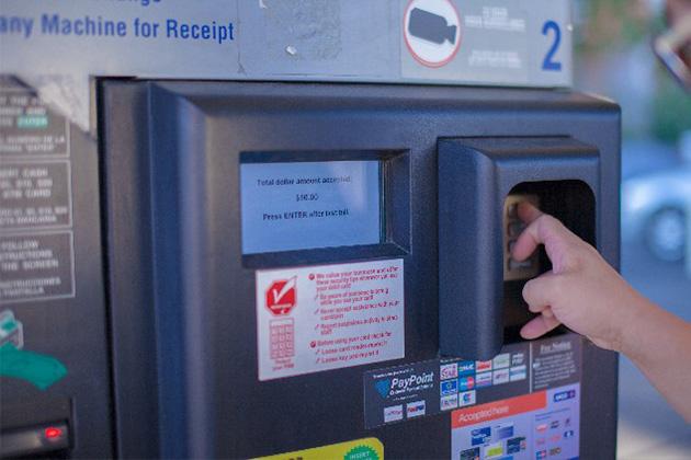 海外ATM利用シーン